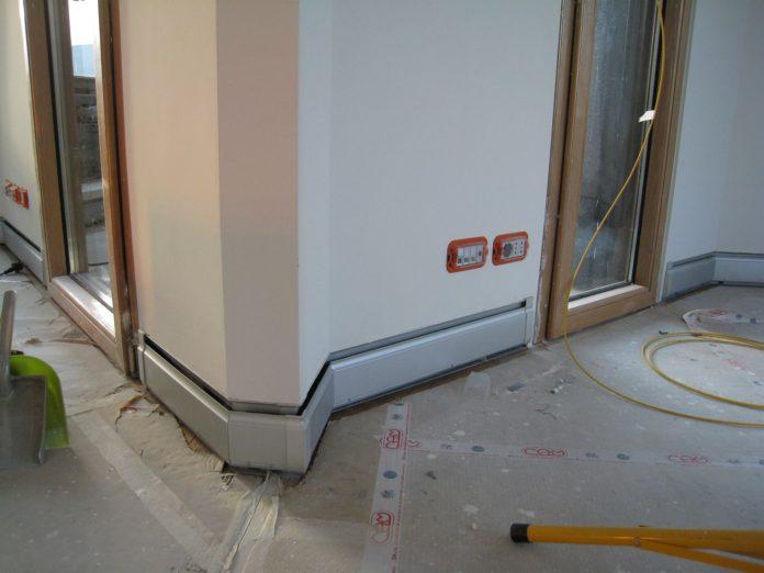 Impianti riscaldamento a battiscopa in ufficio casa live for Riscaldamento battiscopa