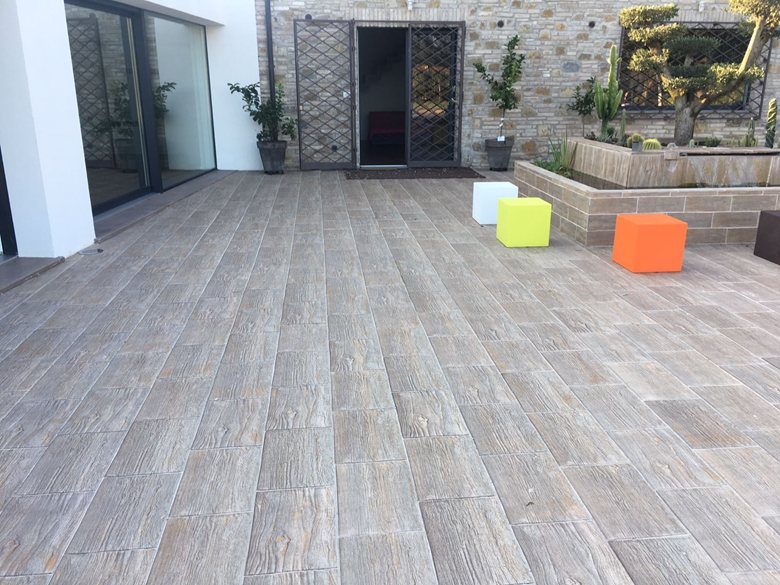 Quanto costa il gres porcellanato effetto pietra per esterni casa live - Pavimento esterno finto legno ...