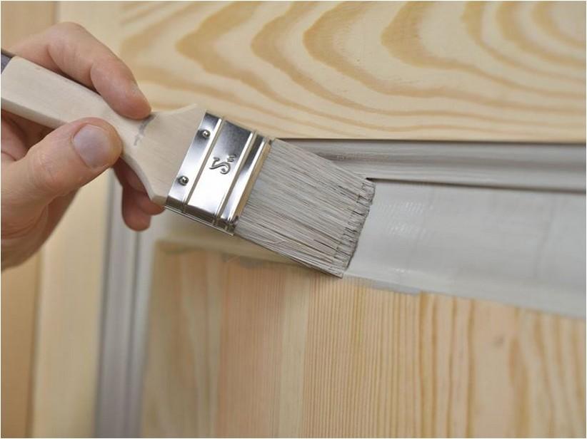 dipingere una persiana in legno