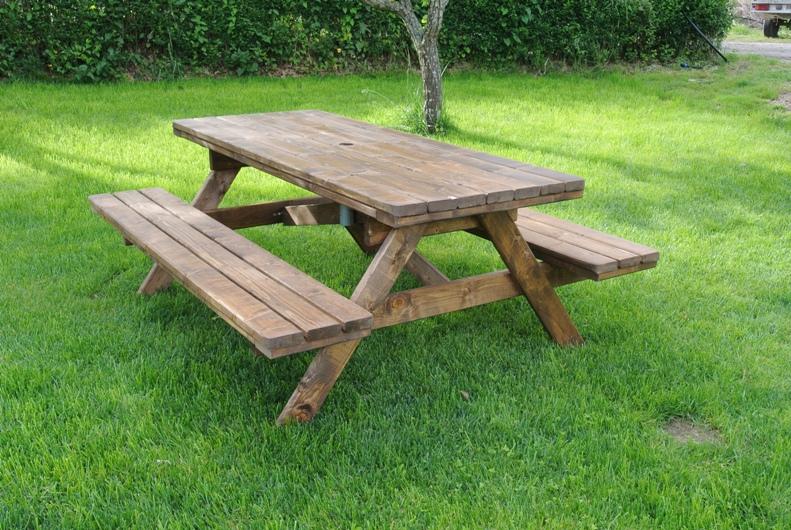 Tavoli Da Giardino Legno Fai Da Te.Tavolo Da Esterno In Legno Riciclare Un Vecchio Tavolo