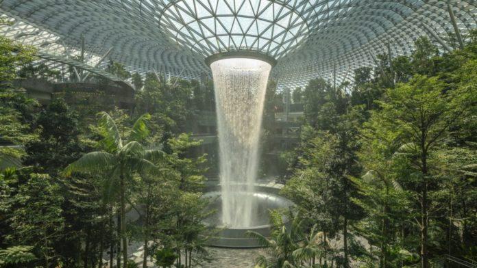 La cascata dell'aeroporto di Singapore