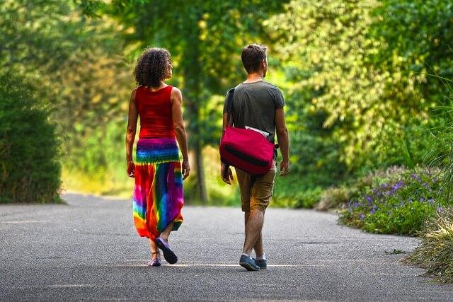 Contrastare la cellulite con lunghe passeggiate